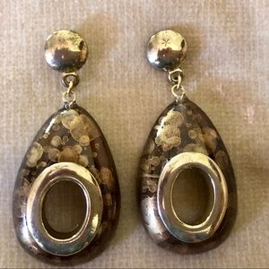Jewelry - Oval post tan/gold earrings with gold accents